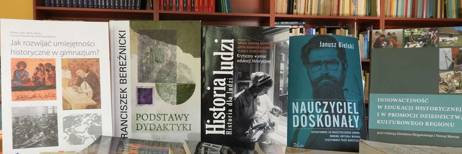 Historycy wbibliotece