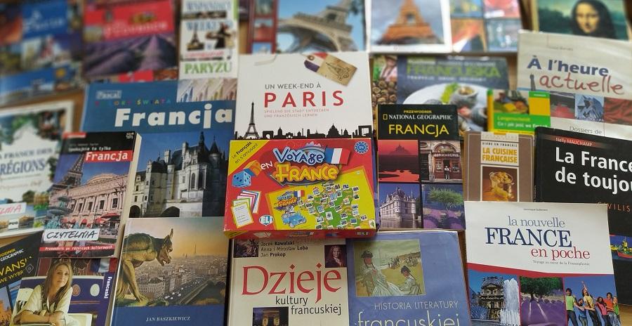 Okładki książek i gry planszowe o Francji