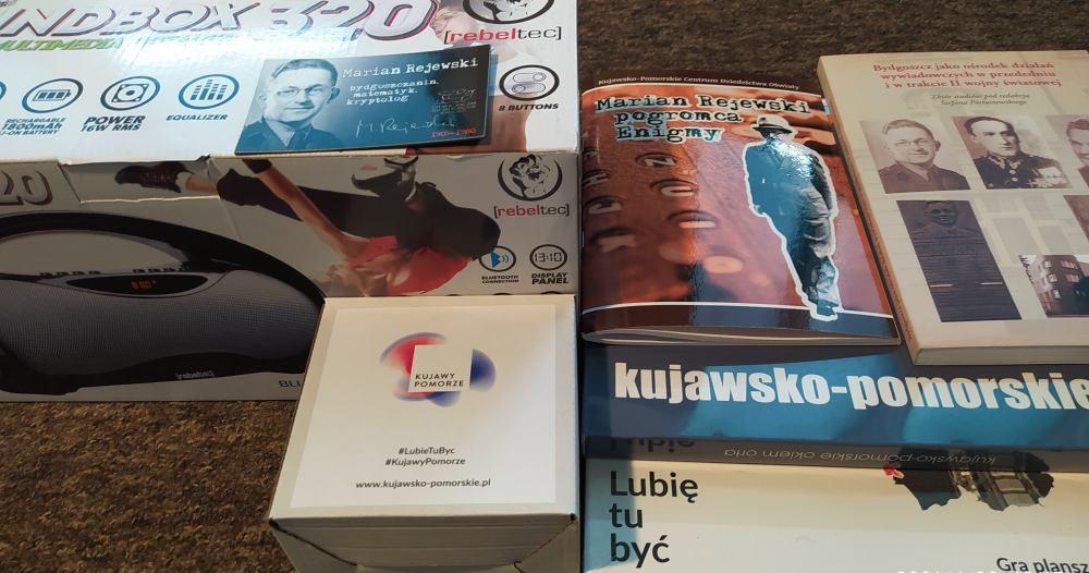 Nagrody: książki, głośniki bezprzewodowe, gry planszowe, kubki.