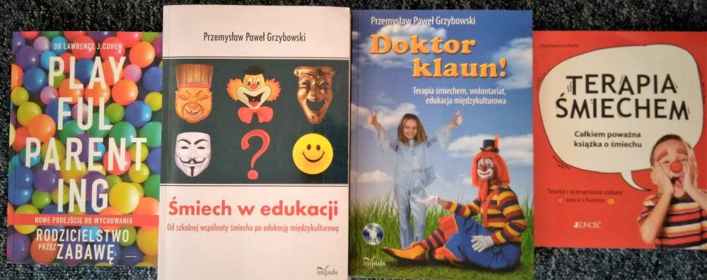 Okładki książek o śmiechu w edukacji.
