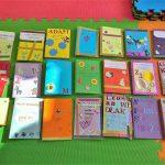 21 wykonanych przez dzieci książeczek leporello.